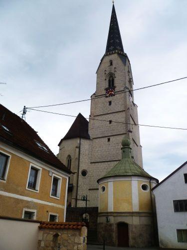 Pfarrkirche Neukirchen an der Enknach
